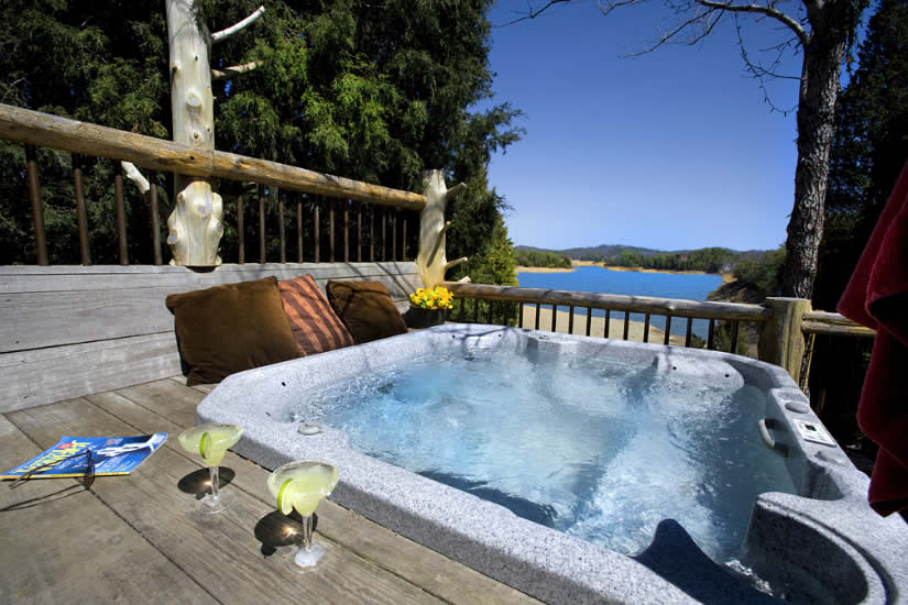 Hot tub at the Pioneer Rental Cabin in the Great Smoky Mountains